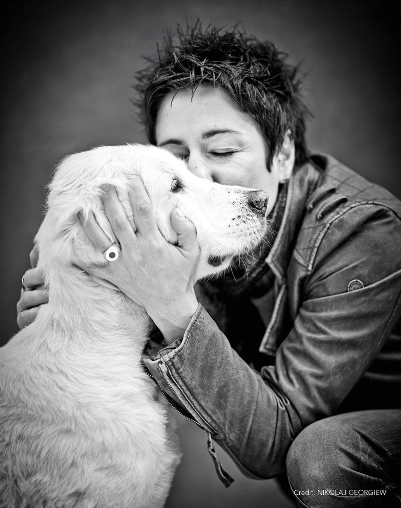 Prominent mit Hund Hayali Foto by NIKOLAJ GEORGIEW |MyOtherStories.de