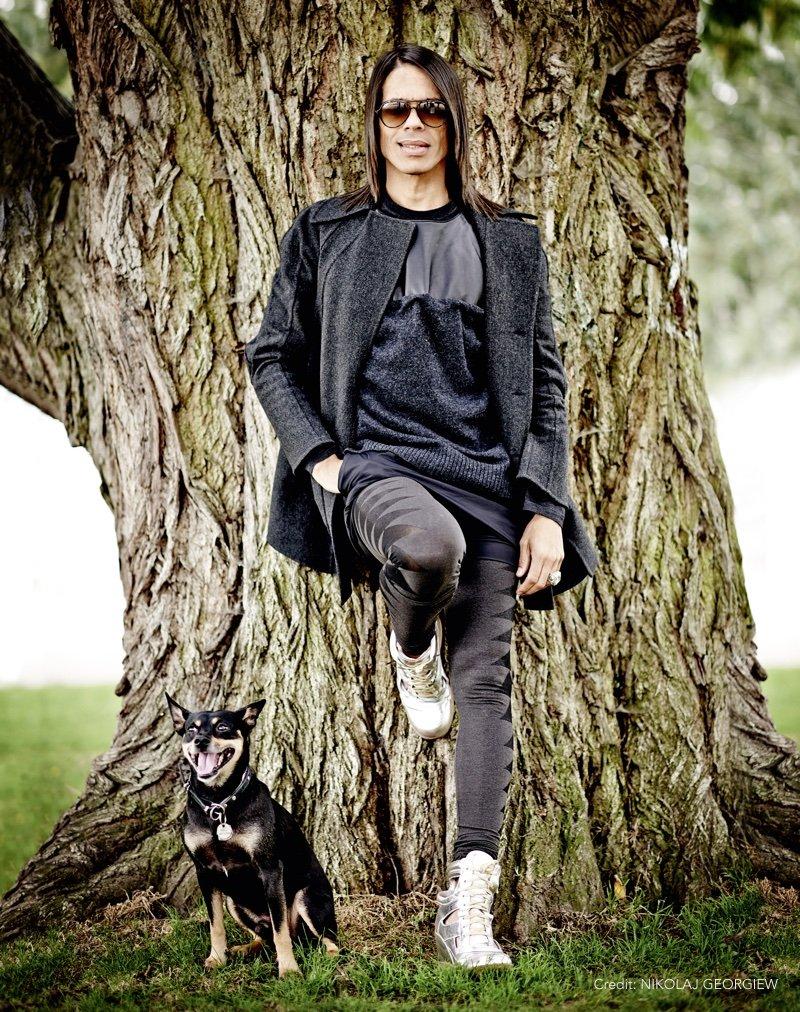 Prominent mit Hund Jorge Gonzalez Foto by NIKOLAJ GEORGIEW |MyOtherStories.de