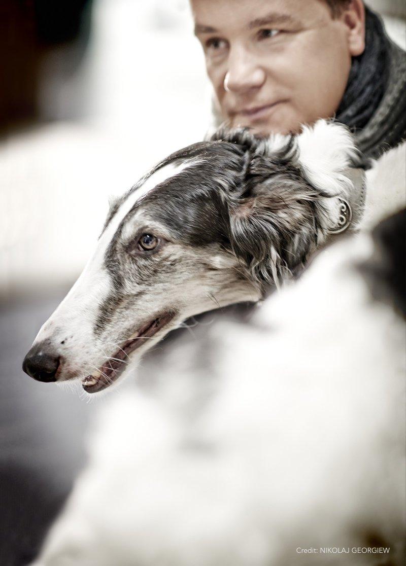 Prominent mit Hund Kretschmer Foto by NIKOLAJ GEORGIEW |MyOtherStories.de
