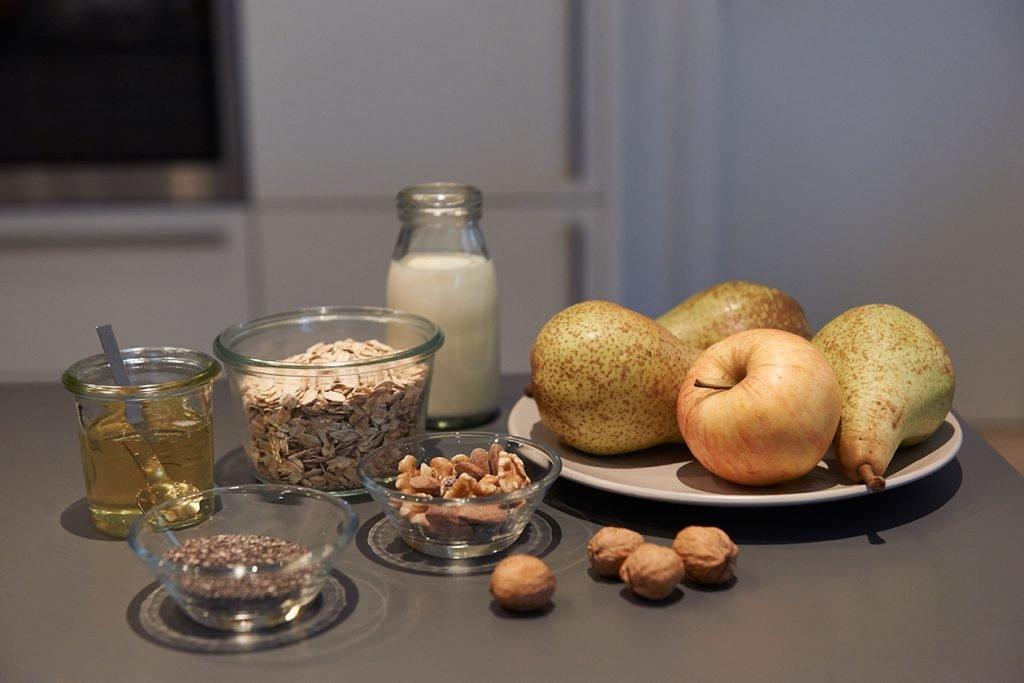 Birnen-Porridge mit Mandel & Rosinen / Zutaten / Foto Maike Helbig / www.myotherstories.de