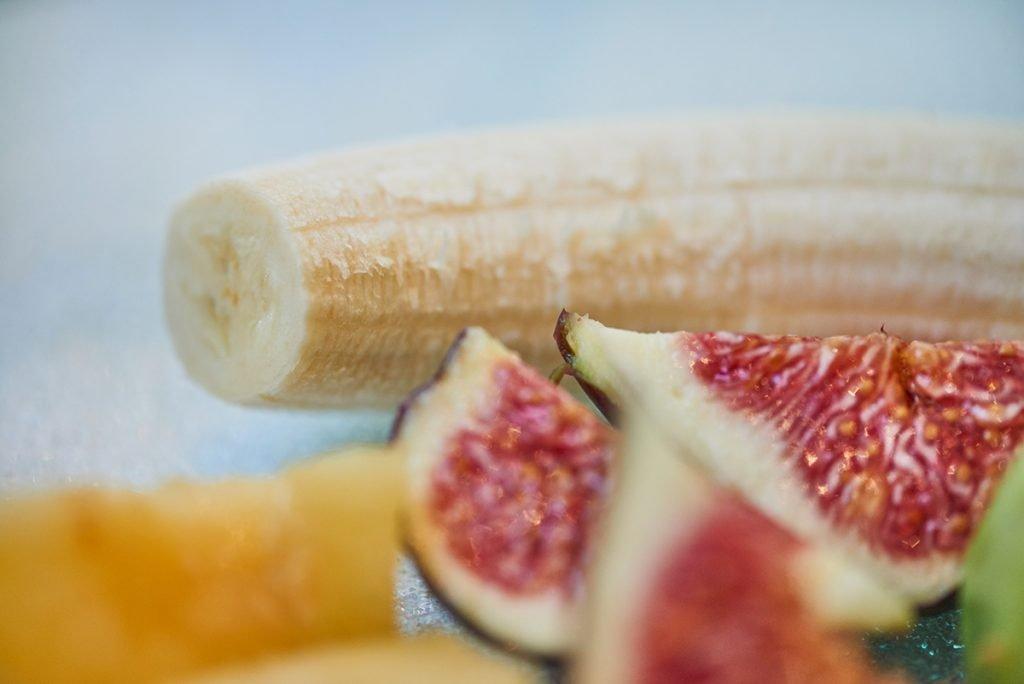 banane-fuer-veganes-fruechte-muesli-nach-dimitria-nacos-foto-maike-helbig-www.myotherstories.de