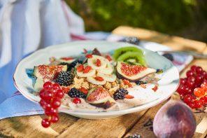Veganes Früchte-Müsli: Superfood-Bowl nach Dimitria Nacos