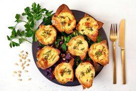Gemüse-Filo-Feta-Muffins mit Blattsalaten und Orangendressing Foto Maike Helbig / www.myotherstories.de