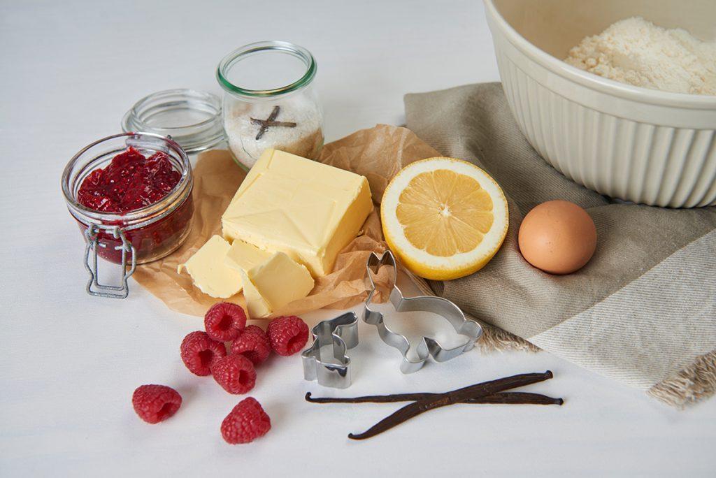 ostereier butter pl tzchen mit himbeer zitronen marmelade. Black Bedroom Furniture Sets. Home Design Ideas