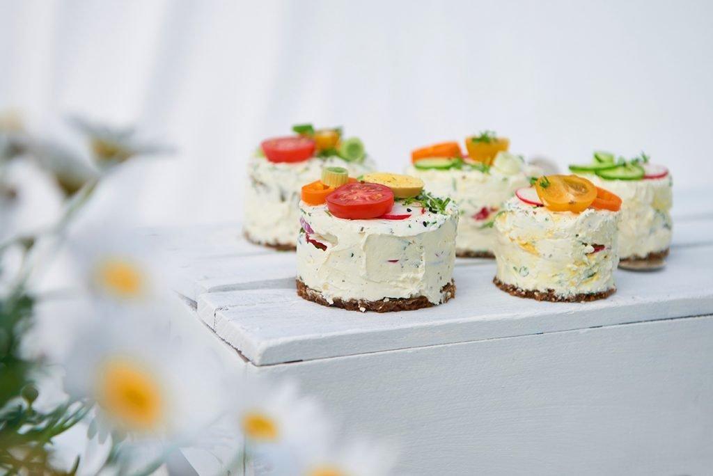 Pumpernickel Frischkäse oder Quark Hochfettstufe Mozzarella Parmesan