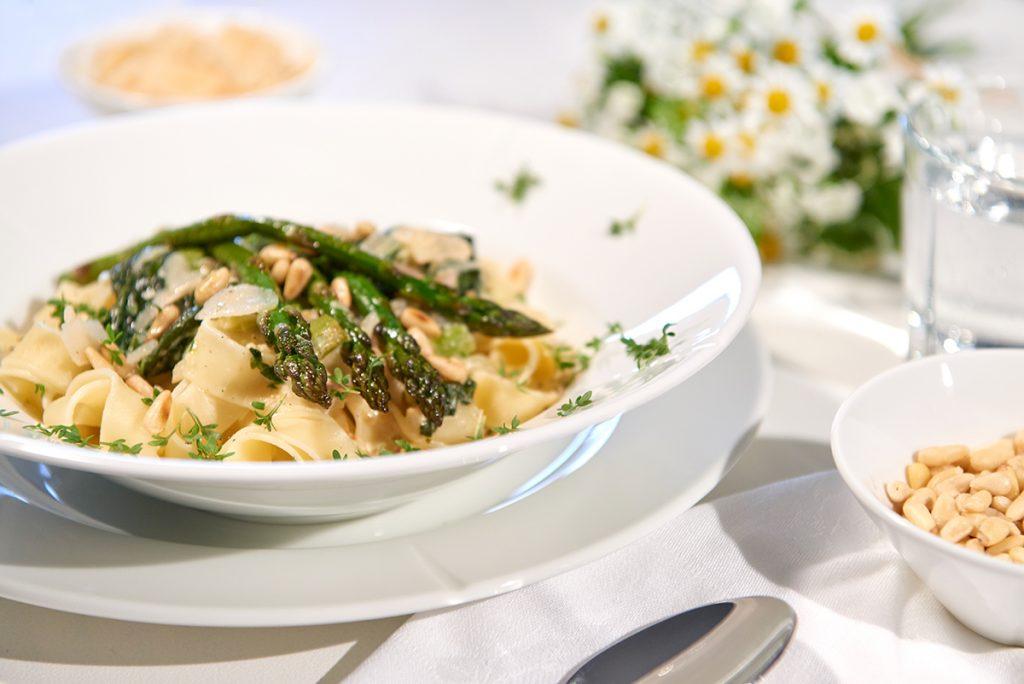 Spargel-Finale: mit Pasta und Parmesan-Knoblauch-Zitronen-Creme