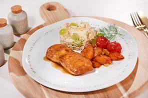 Lachs mit Soja-Balsamico-Honig-Marinade, Schmor-Tomaten & Trauben-Reis