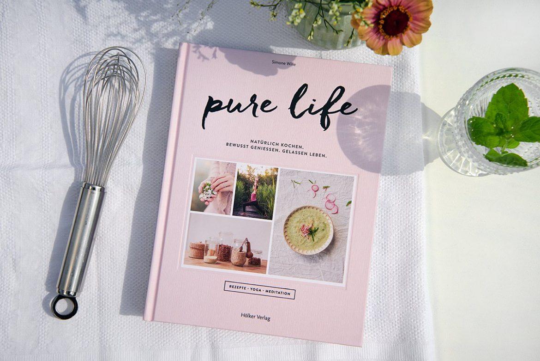 Coverbild-Buch-Pure Life: Ein Buch für Körper, Geist und Seele-Foto: Maike Helbig fuer- Bettina-Bergwelt-www.myotherstories.de