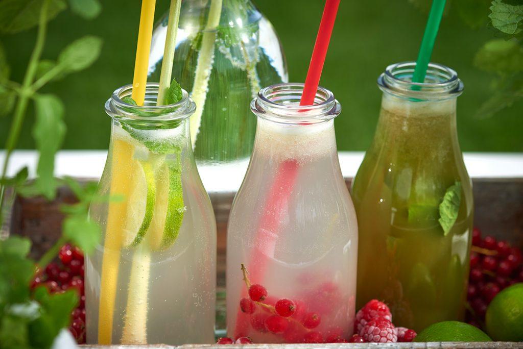 Drei-Limonaden-fuer-Selbstgemachte Limonade in drei köstlichen Geschmacksrichtungen-Foto: Maike Helbig-fuer-Bettina-Bergwelt-www.myotherstories.de