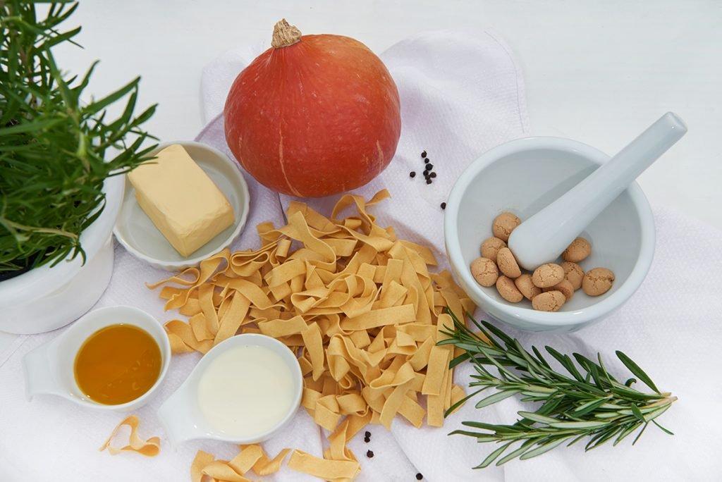 zutaten-fuer-pasta-mit-kuerbis-und-brauner-butter-Foto: Maike Helbig-fuer-www.myotherstories.de