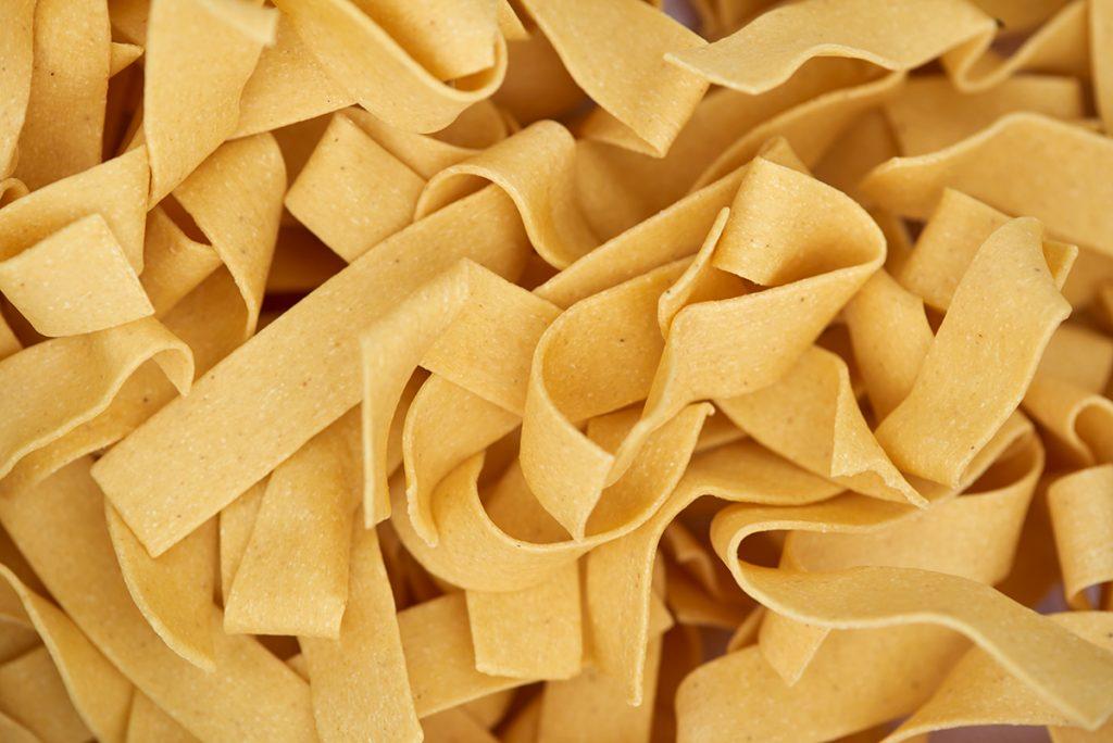 pasta-getrocknet-fuer-pappardelle-mit-kuerbis-und-brauner-butter-Foto: Maike Helbig-fuer-www.myotherstories.de
