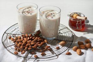Warmes Frühstück im Glas: Vanille-Shake mit Datteln, Granola und Schokolade