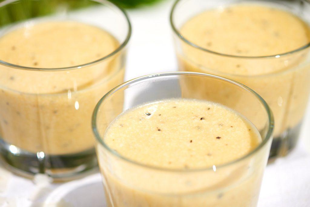 melonen-kokosmilch-smoothie-mit-ananas-und-bananen-foto-maike-helbig-www.myotherstories.de
