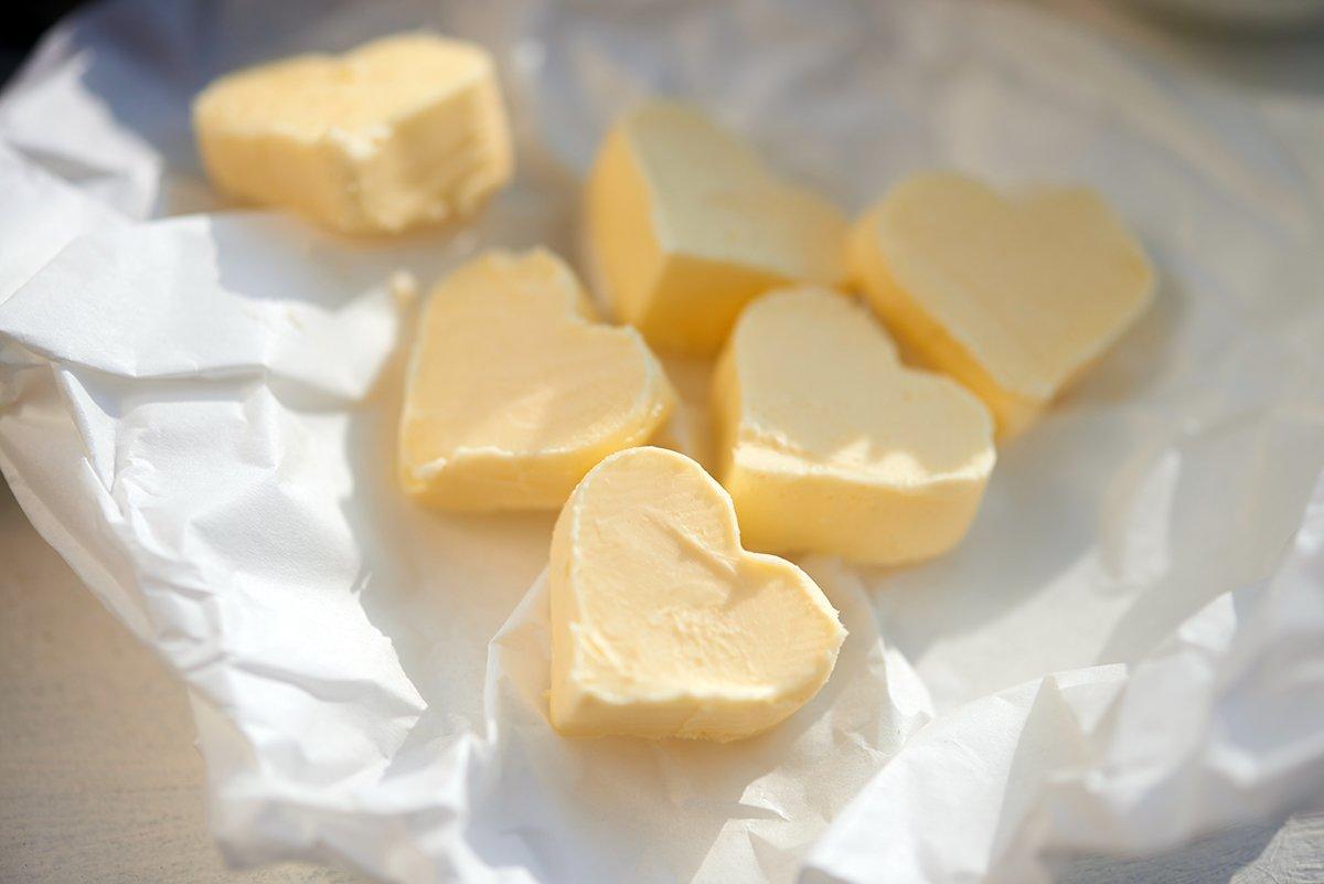 butter-fuer-happy-valentine-quiche-mit-rosenkohl-zwiebeln-parmesan-foto-maike-helbig-www.myotherstories.de