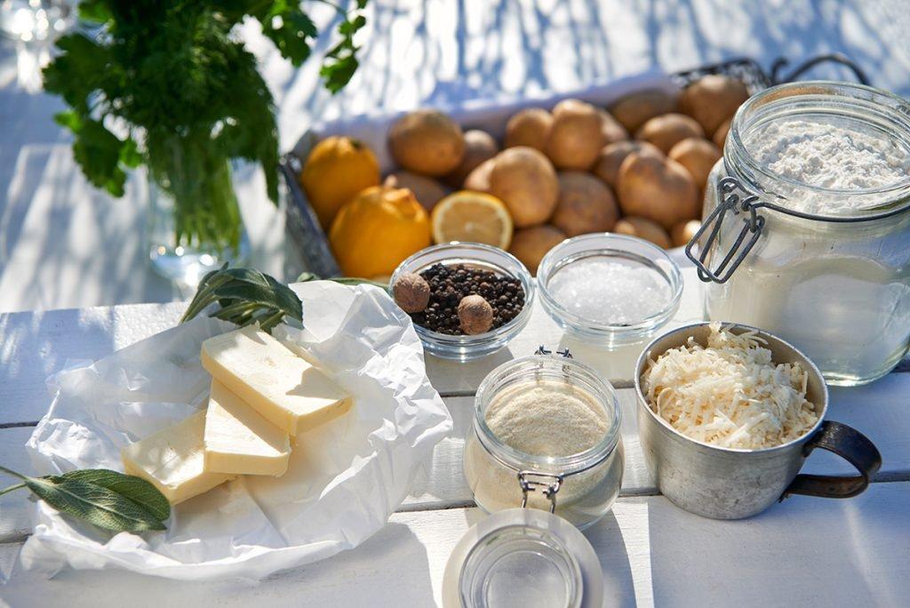 zutaten-fuer-kraeuter-gnocchi-mit-salbei-butter-zitrone-und-parmesan-foto-maike-helbig-www.myotherstories.de