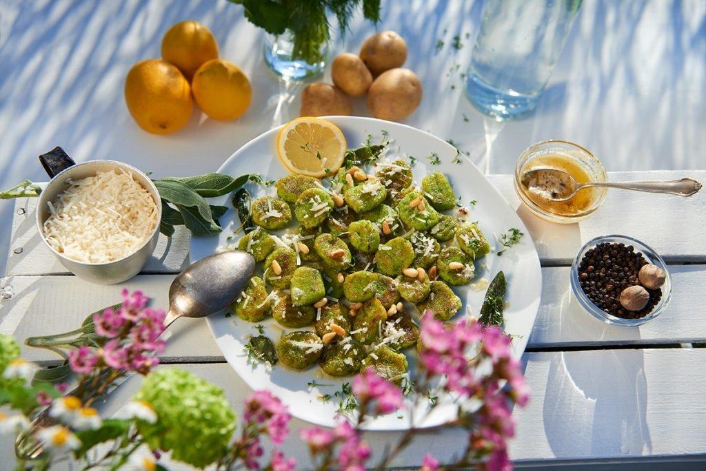 kraeuter-gnocchi-mit-salbei-butter-zitrone-und-parmesan-foto-maike-helbig-www.myotherstories.de