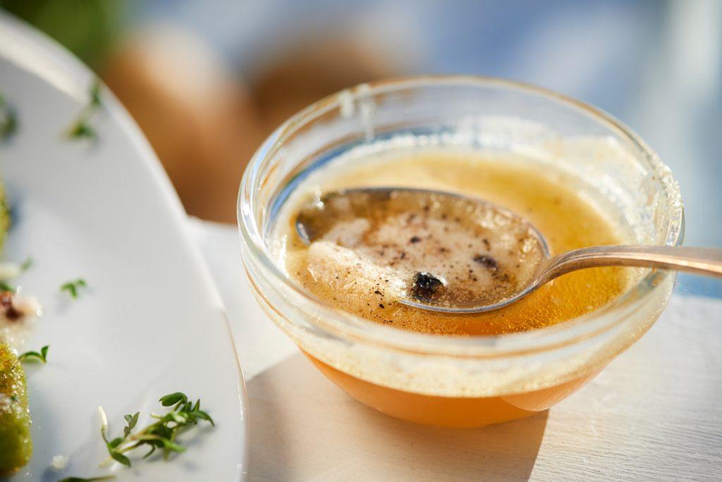 braune-butter-fuer-kraeuter-gnocchi-mit-salbei-butter-zitrone-und-parmesan-foto-maike-helbig-www.myotherstories.de