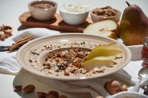 Schokolade zum Frühstück: Knusper-Müsli mit Karamell- Kernen und süßer Birne