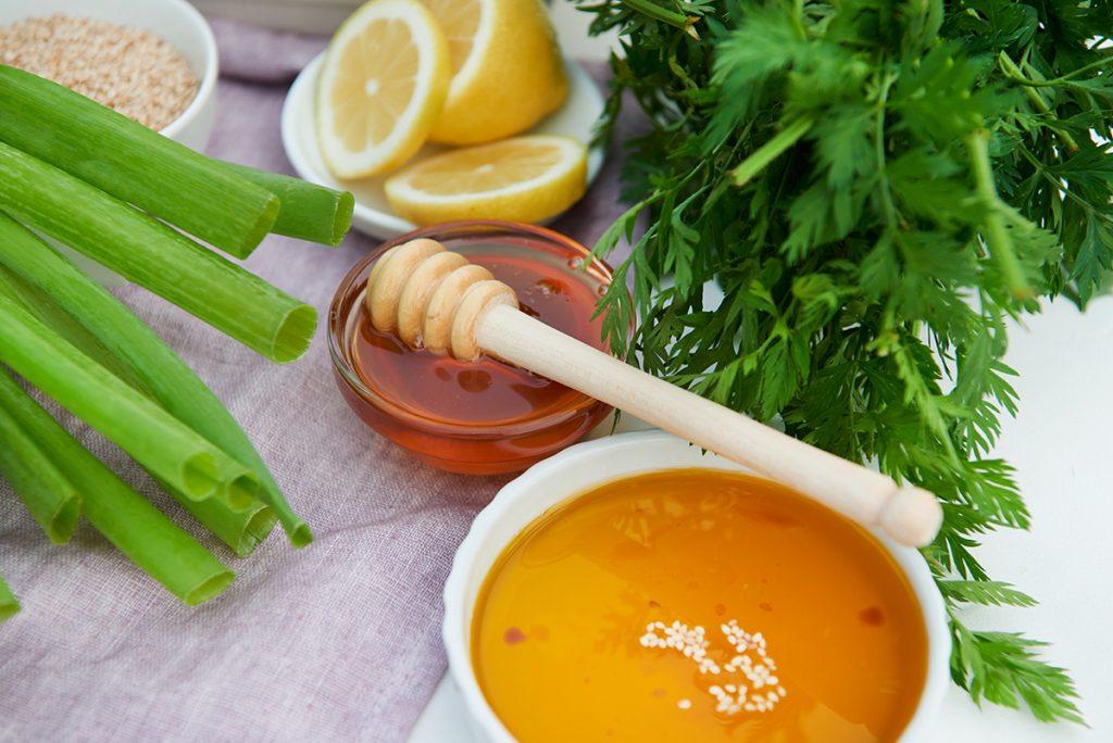 geroestete-karamell-karotten-mit-kartoffeln-und-joghurt-zitronen-dip-foto-maike-helbig-fuer-www.myotherstories.de