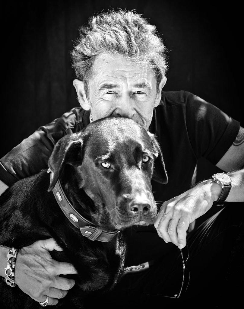 Prominent mit Hund Maffay Foto by NIKOLAJ GEORGIEW |MyOtherStories.de
