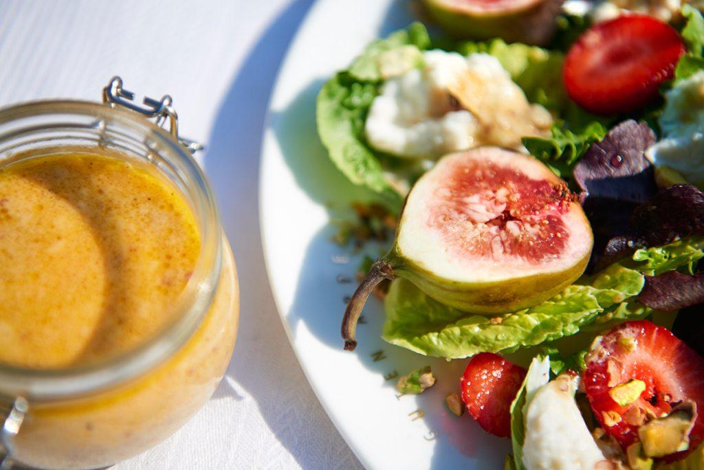 salat-mit-erdbeeren-und-feigen-foto-maike-helbig-fuer-www.myotherstories.de