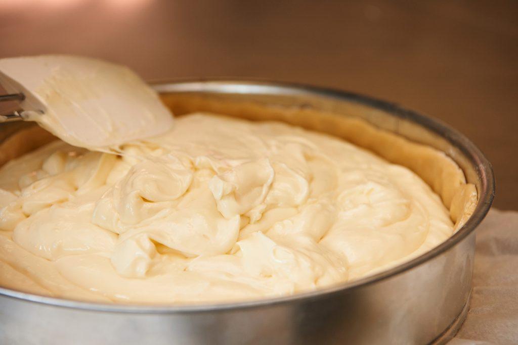 kuchenteig-fuer-blueberry-cheesecake-mit-viel-vanille-foto-maike-helbig-fuer-www.myotherstories.de