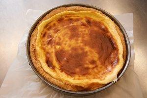 teig-gebacken-fuer-blueberry-cheesecake-mit-viel-vanille-foto-maike-helbig-fuer-www.myotherstories.de