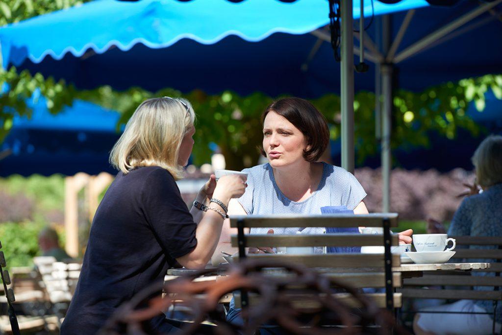 im-cafe-bericht-traumhaftes-landleben-von-kartoffeln-pferden-und-blaubeerkuchen-foto-maike-helbig-fuer-www.myotherstories.de