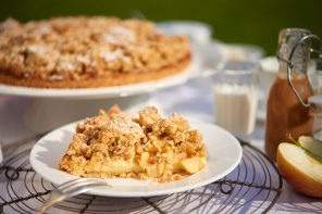 Apfelkuchen mit weißer Schokolade und Sahne-Karamell