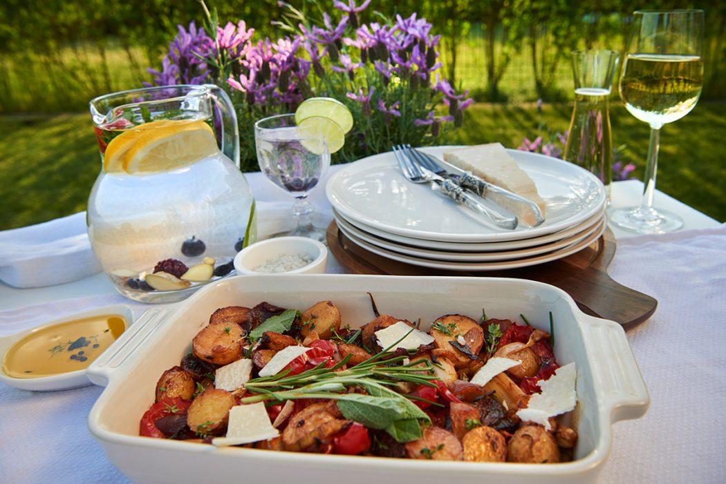 gebratenes-knoblauchgemuese-in-weisswein-mit-backkartoffeln-und-zitrus-butter-foto-maike-helbig-fuer-www.myotherstories.de