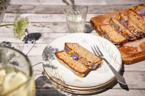 Honigsüß und super-saftig: Zucchini-Kuchen vom Bio-Imker