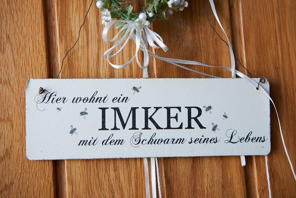 besuch-beim-imker-von-bienen-honig-und-eierlikoer-foto-maike-helbig-www.myotherstories.de