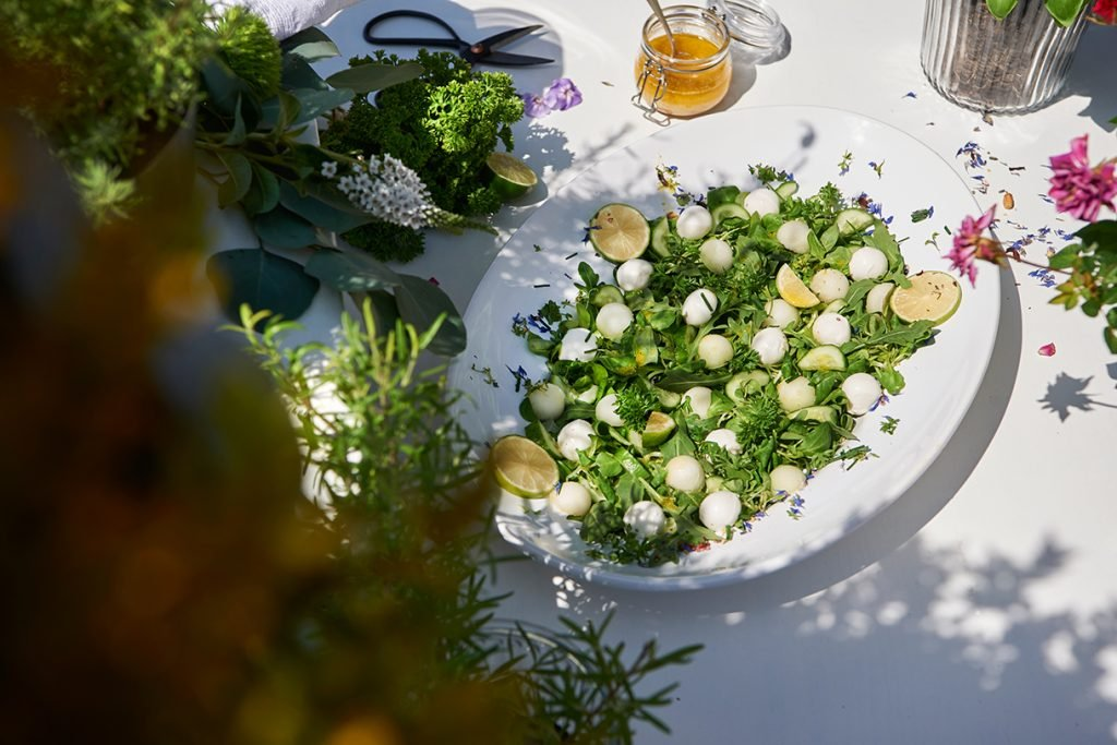 salat-mit-zuckermelone-mozzarella-und-limetten-dressing-foto-maike-helbig.www.myotherstories.de