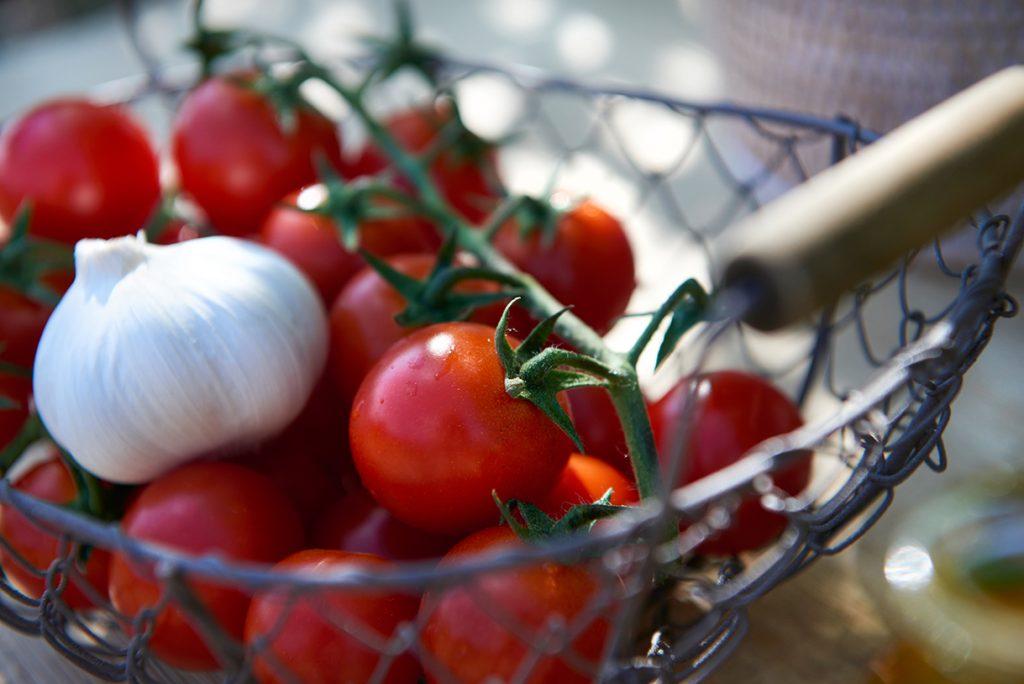 tomaten-fuer-parmesan-polenta-auberginen-mit-tomatensalsa-nach-gennaro-contaldo-foto-maike-helbig-www.myotherstories.de