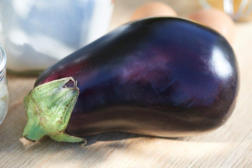 lila-aubergine-fuer-parmesan-polenta-auberginen-mit-tomatensalsa-nach-gennaro-contaldo-foto-maike-helbig-www.myotherstories.de