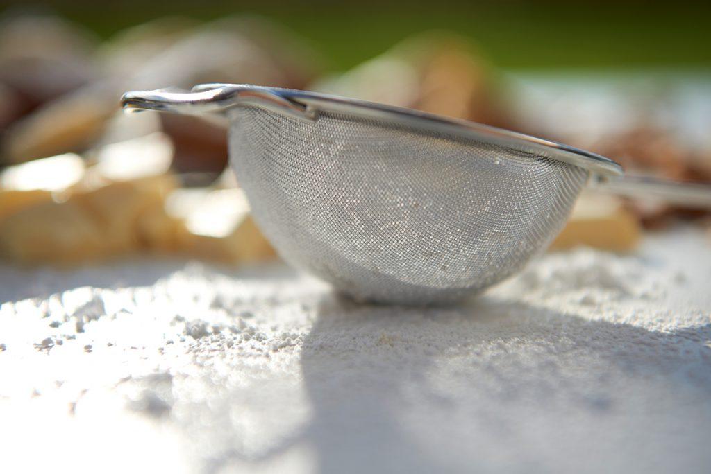 madeleines-mit-puderzucker-und-zitrus-glasur-foto-maike-helbig-fuer-www.myotherstories.de