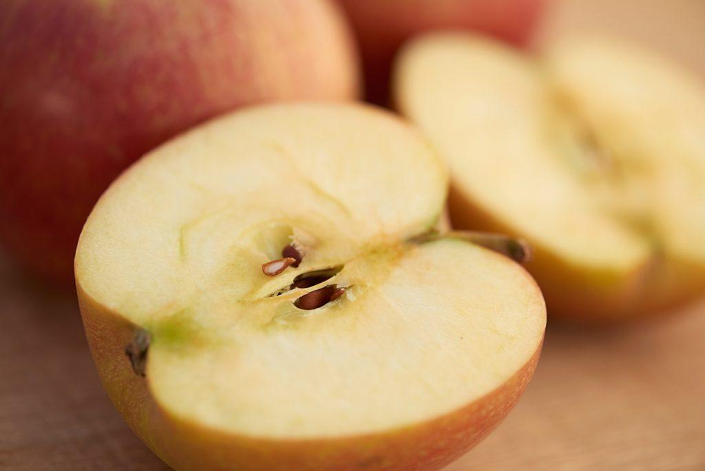 aepfel-fuer-warmes-zimt-porridge-foto-maike-helbig-fuer-www.myotherstories.de