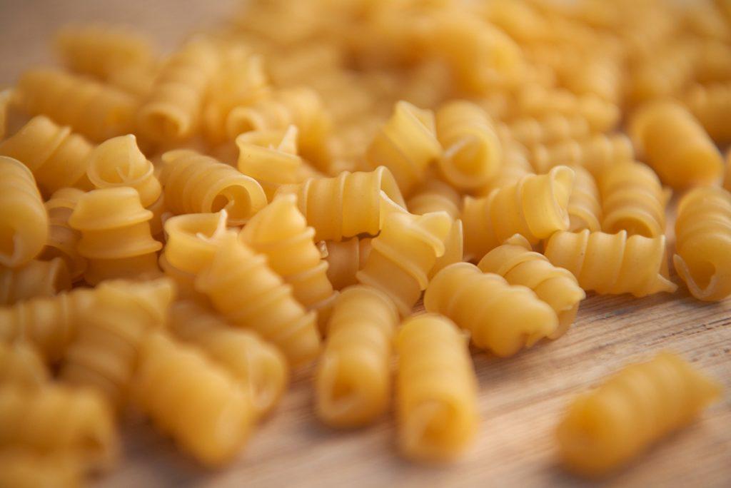 nudeln-fuer-pasta-mit-babyspinat-und-geschmolzenen-tomaten-foto-maike-helbig-fuer-bettina-bergwelt-myotherstories.de