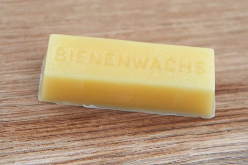 bienenwachs-fuer-lippenpflege-mit-kokosöl-und-vanille-foto-maike-helbig-fuer-www.myotherstories.de