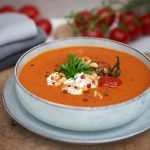 tomaten-karotten-suppe-mit-parmesan-und-joghurt-foto-maike-helbig-fuer-www.myotherstories.de