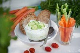 zaziki-frischer-Joghurt-Gurken-Snack-ganz-schnell-selbst-gemacht-foto-maike-helbig-fuer-www.myotherstories.de