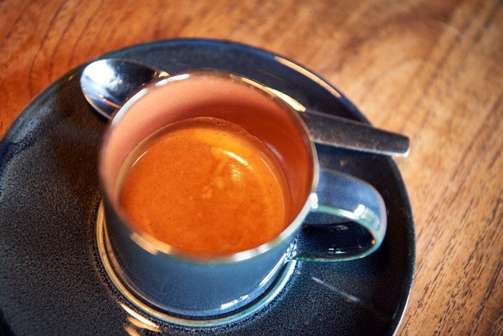 kaffee-bei-sternekoch-anthony-sarpong-foto-maike-helbig-fuer-www.myotherstories.de